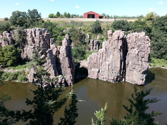 Palisades State Park: King and Queen Rock