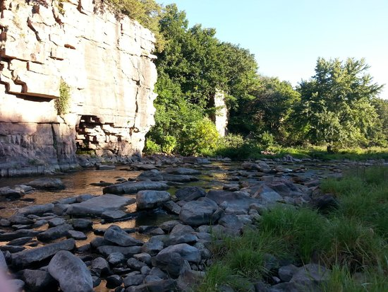 Palisades State Park: Take a walk out on the rocks