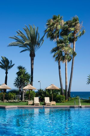 Healthouse Las Dunas Beach Hotel and Spa: gardens and outdoor pool