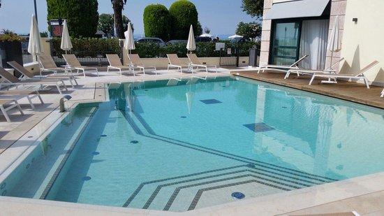 Hotel Villa Letizia: Hotelpool