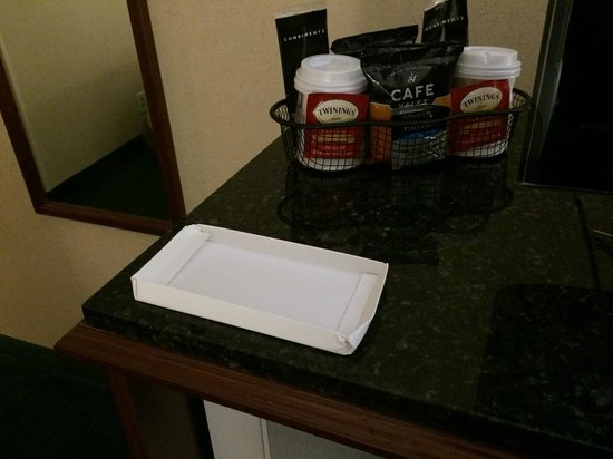 Baymont Inn & Suites Louisville Airport South: What is this random white box left on the tv table?