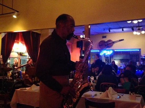 Les Joulins Jazz Bistro: Great music!