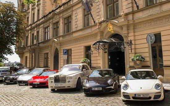 Le Palais Art Hotel Prague Luxury Transport