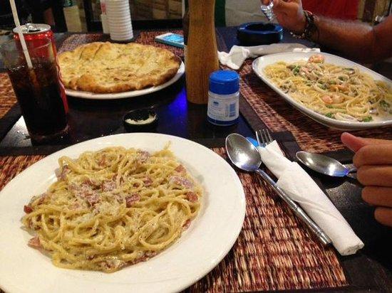 Monnalisa : Pizza focaccia, Carbonara e Mari/Monti