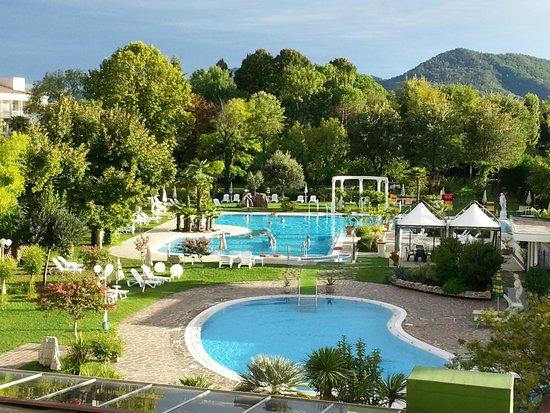 Hotel Harrys' Garden: le due piscine, una con tanti idromassaggi.