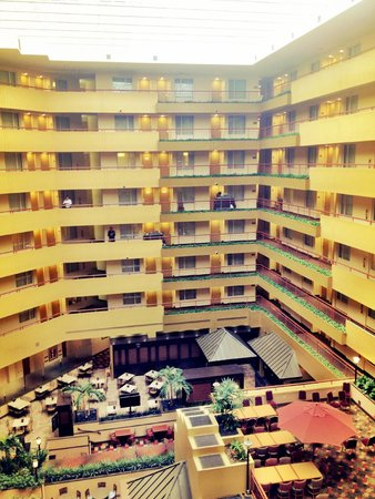 Embassy Suites by Hilton Baltimore BWI - Washington Intl. Airport: View from 6th Floor