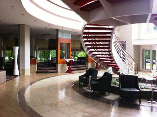 Leonardo Hotel Weimar: Hübsch gestalteter Eingangsbereich