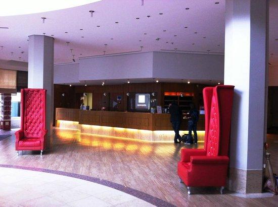 Leonardo Hotel Weimar: Rezeption mit freundlichem Personal