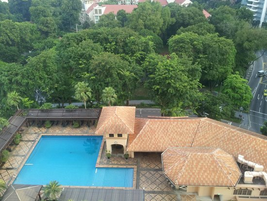Orchard Parade Hotel by Far East Hospitality: La piscina