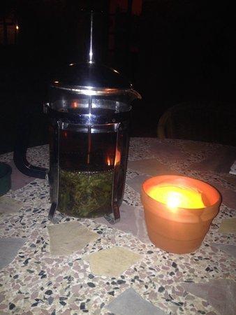 El Moli de Siurana: La infusión de El Moli y velas de citronela no faltan por la noche