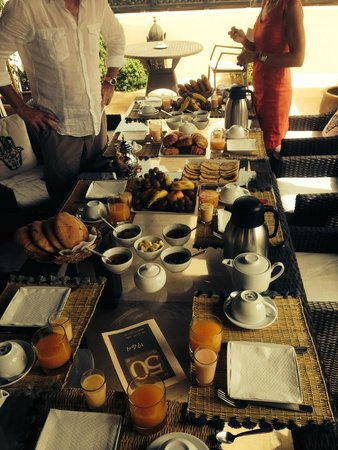 Riad Adore: Amazing good breakfast on the roof