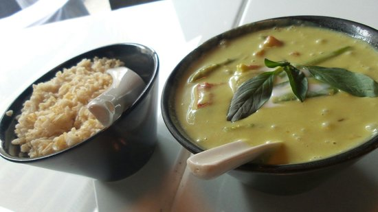 Ubon: Green curry with brown rice