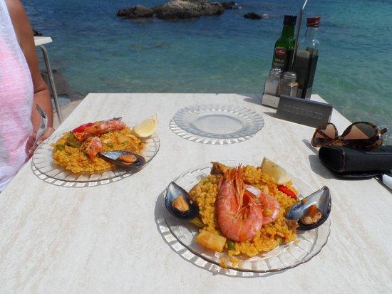 Hotel Blue Bay: paella at bouganvlllia restaurant