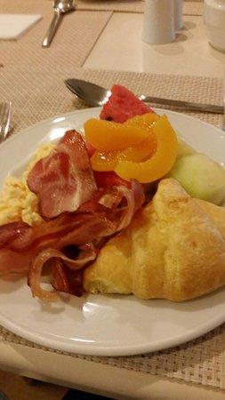 Stratos Vassilikos: Continental breakfast