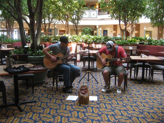 Embassy Suites by Hilton Austin Arboretum: We were allowed to bring in entertainment