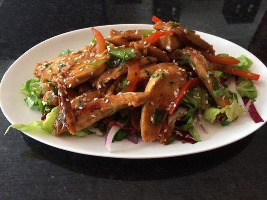Moka - Guild Hall: Teriyaki chicken salad, delish!
