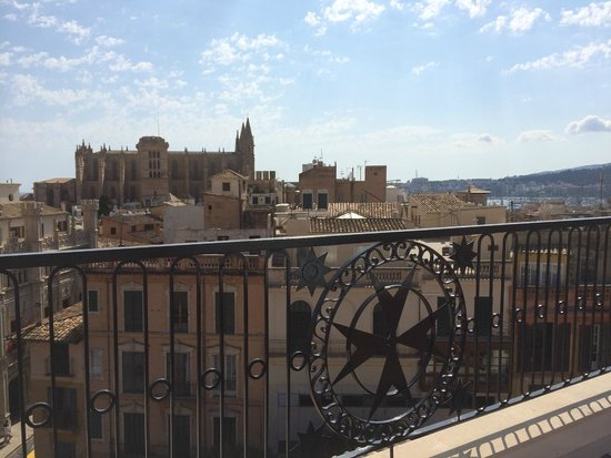 Hotel Cort: The famous cathedral in Palma is only a five minute walk away