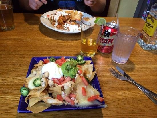 Ed's Cantina & Grill: Chicken Nachos (minus the beans)