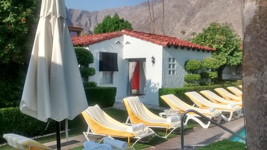 Avalon Hotel and Bungalows Palm Springs: The exterior of our suite