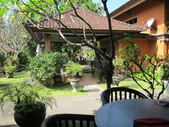 Puri Maharani Boutique Hotel & Spa : Another garden view