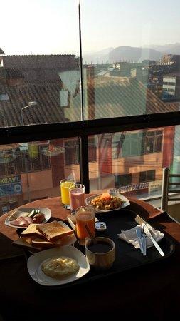 Hotel Unumizu Cusco: Breakfast & View from room