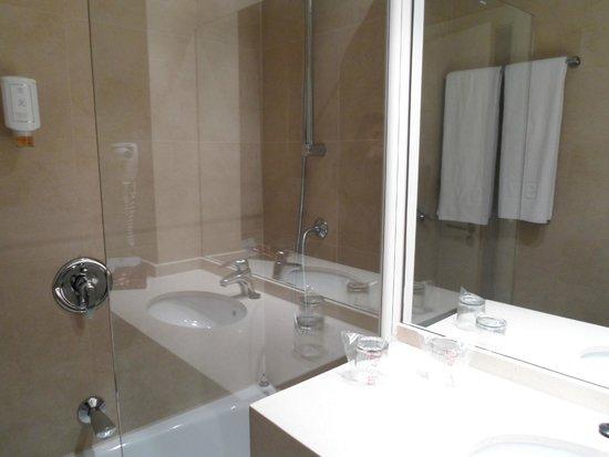 Sercotel Suites Viena: Banheiro ótimo