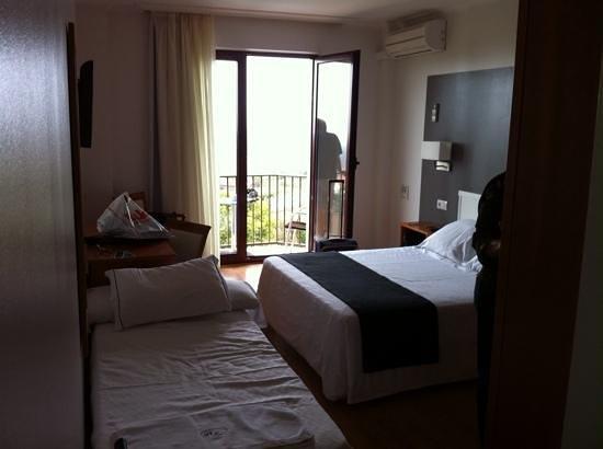 Lombina Hotel: habitacion