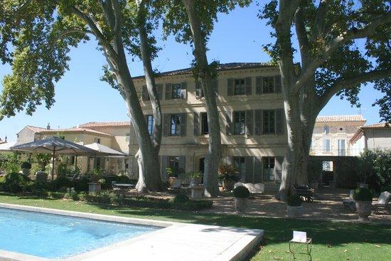 La Bastide de Boulbon: The Hotel and pool.