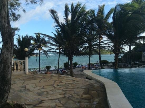 Aquarius Club: vista dalla piscina a Mapango