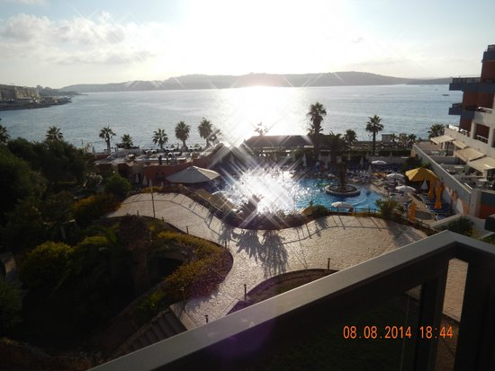 Dolmen Resort Hotel: Room in hte afternoon