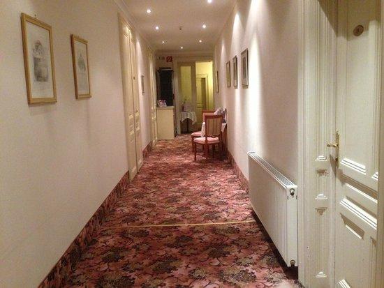Pension Aviano: 3階の廊下。