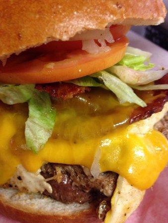 Pork & Wally's : Barnyard Burger