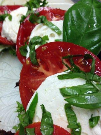 Pork & Wally's : Washington Boro Caprese salad