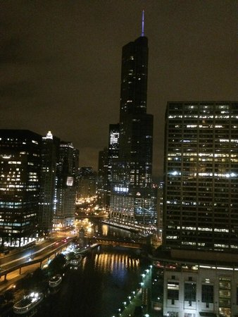 Sheraton Grand Chicago: Room view, 29th floor, Chicago River and Trump Tower