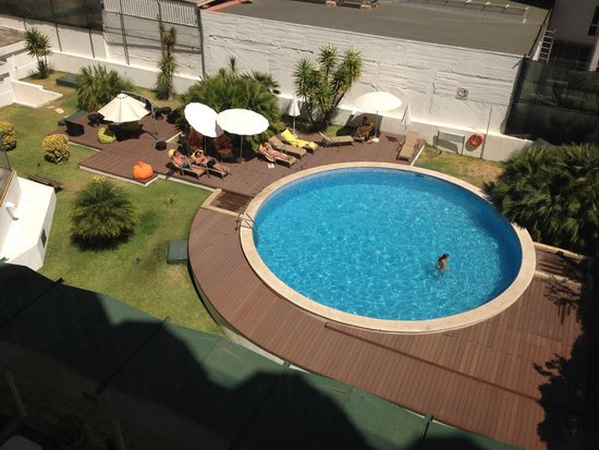 Clarion Suites Lisbon: A look at swimming pool