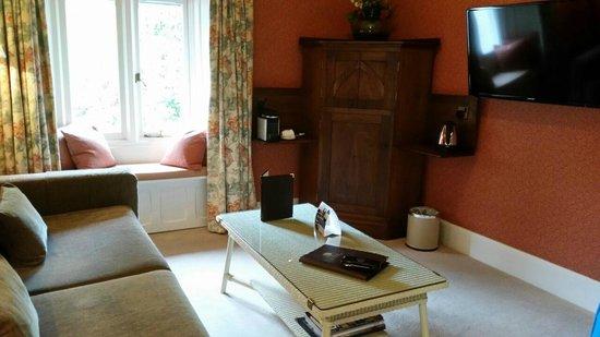 Cedar Manor Hotel and Restaurant: Lounge area of suite Orrest head
