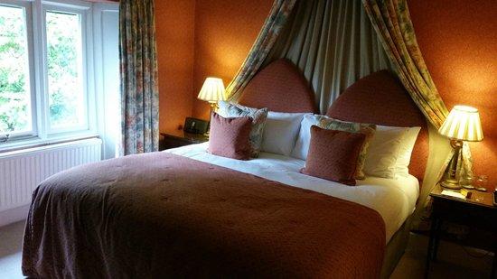 Cedar Manor Hotel and Restaurant: Bedroom