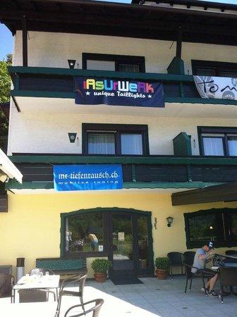 Hotel Ferienwohnungen Gabriel: Balkon Straßenseite