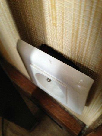 Hotel Renoir : électricté dangereuse