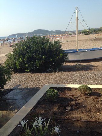 Blue Sea Beach Resort: On the way to the beach