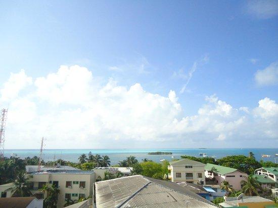 El Viajero San Andres Hostel & Suites: Vista desde el comedor