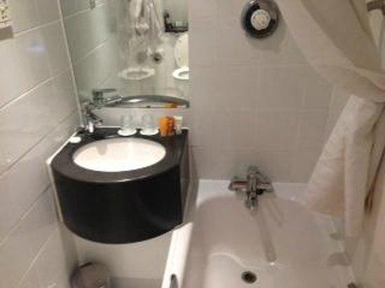 Holiday Inn London - Kensington High Street: Wash Basin