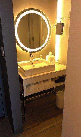 Le Meridien Chicago - Oakbrook Center : Bathroom