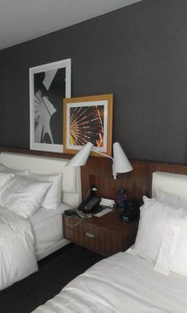 Le Meridien Chicago - Oakbrook Center : Bedroom decor