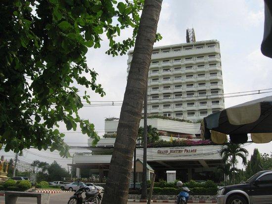 Grand Jomtien Palace: hotel vanaf het strand
