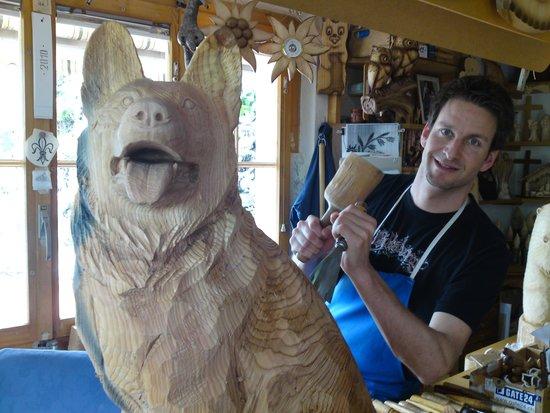 Adelboden, Schweiz: In dem Atelier von Trummer Holzschnitzerei