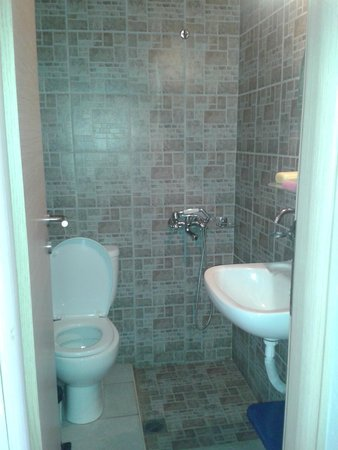 Aggelo Hotel Stalis : rather small bathroom