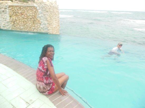 Oyster Bay Beach Resort: Sitting by the pool near the beach!