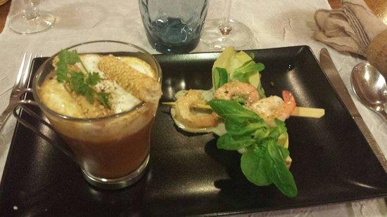 Le Cabanon des Pecheurs : Velouté de crustacés façon capuccino et sa brochette de crevettes