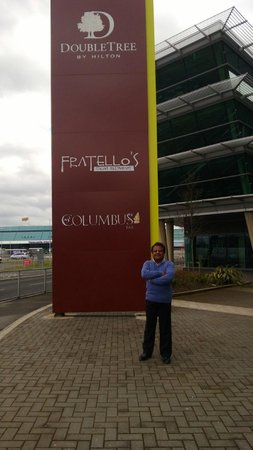 DoubleTree by Hilton Hotel Newcastle International Airport: IN FRONT OF THE HOTEL